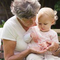 Чи потрібна допомога від бабусі в післяпологовий період?