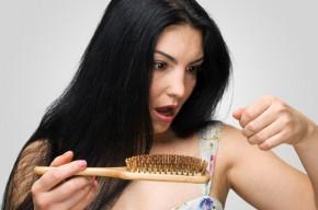 Чим допомогти волоссю після пологів?