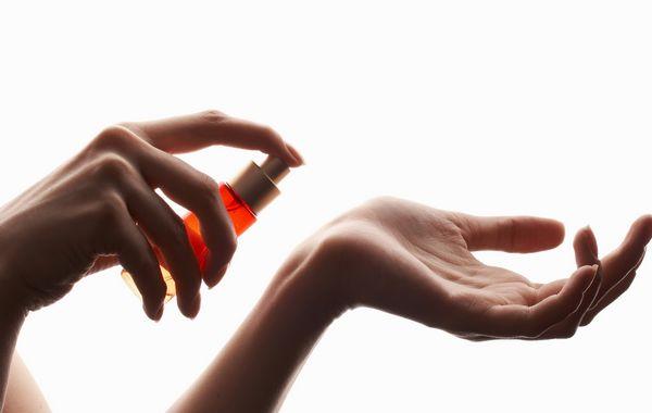 парфумерія та косметика - причини грудних прищів