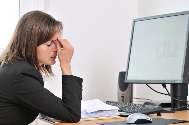 нестача повноцінного сну - причина посмикування повік